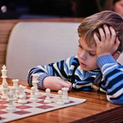 Зачем обучать детей игре в шахматы